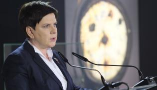 """Premier Beata Szydło przemawia w budynku """"Sauny"""" na terenie byłego obozu Auschwitz II-Birkenau"""